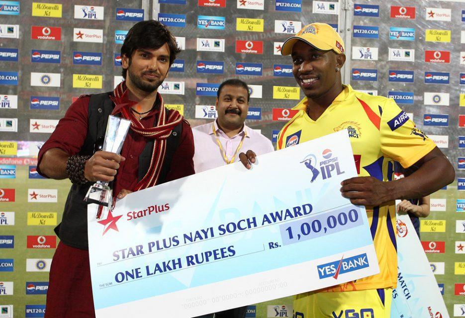 Dwayne-Bravo-Nayi-Soch-Award-DD-vs-CSK-IPL-2013