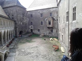 Castelul Huniarzilor: Curtea interioara
