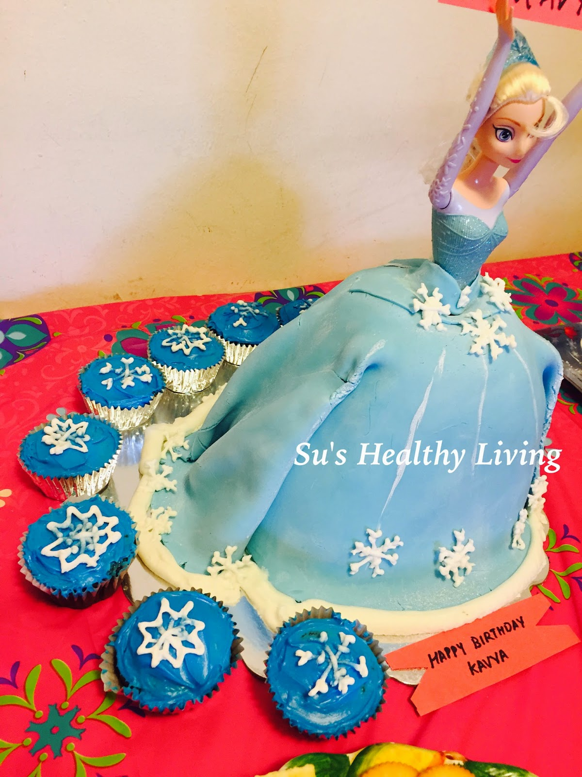Sus Healthy Living Frozen Elsa Cake and Snowflake Cupcakes