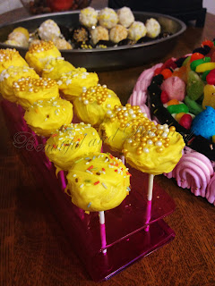 Cake pops cobertura amarilla
