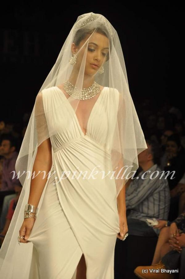 Angela Johnson Walks the Ramp for Gehna