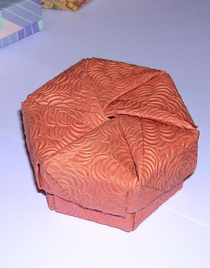 Tomoko Fuse Hexagon Box Instructions : Hexagonal box with lid by tomoko fuse origami constructions