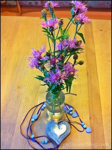 Flockenblumen und Herzaufhänger