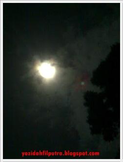 bulan-tertutup-awan