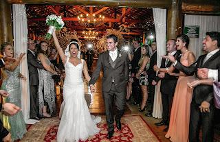 http://blogdarevistainsidegaleria.blogspot.com.br/2014/12/eles-disseram-sim-o-casamento-de.html