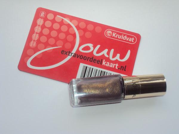 Tip: Gratis L'Oréal Paris nagellak + swatch.