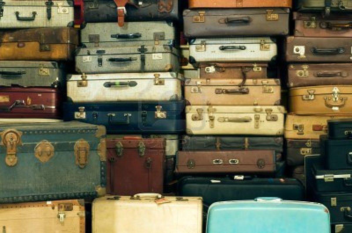 Bon Jeudi 10436173-beaucoup-de-vieux-millesime-valises