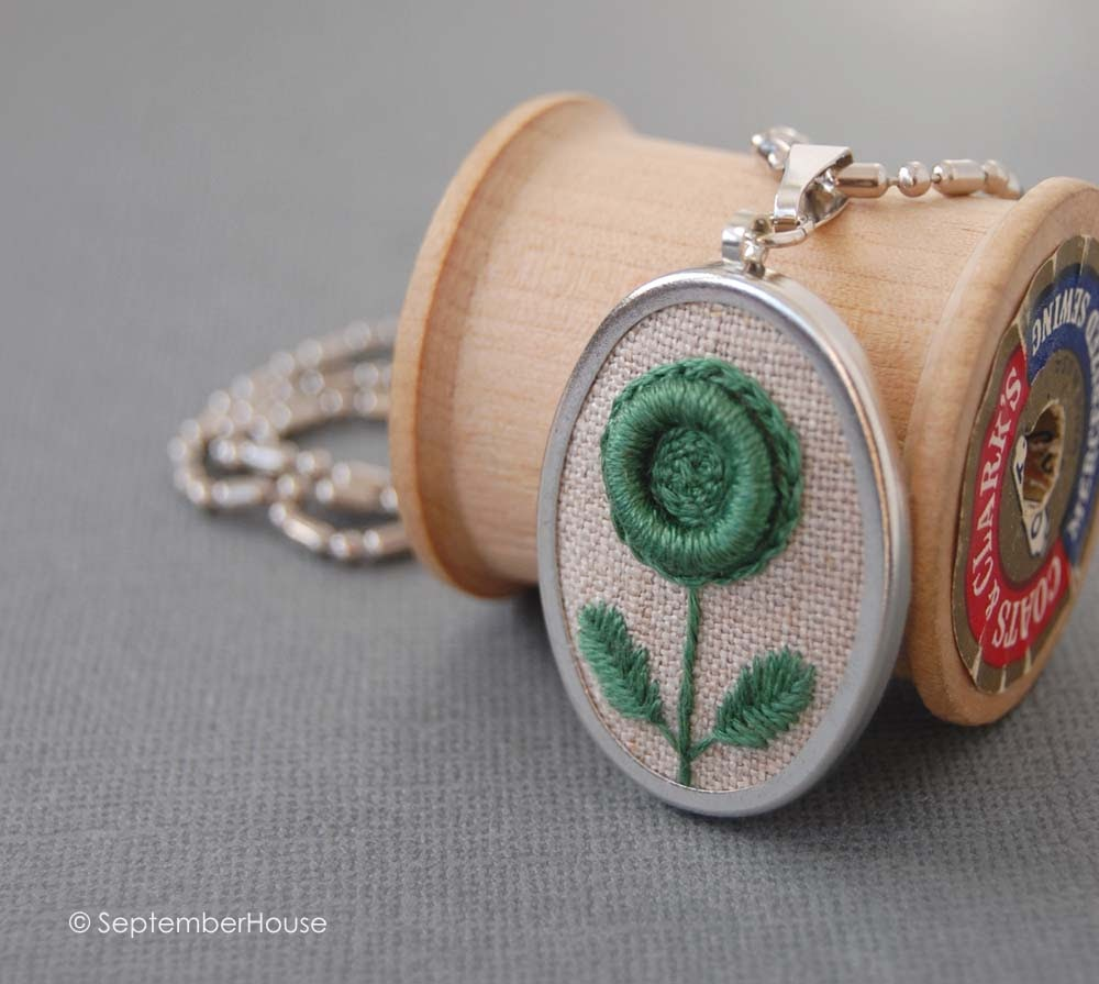 kelly green embroidered necklace in modern flower pattern by septemberhouse