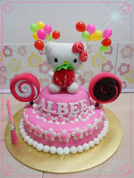 Hello Kitty fondant cake