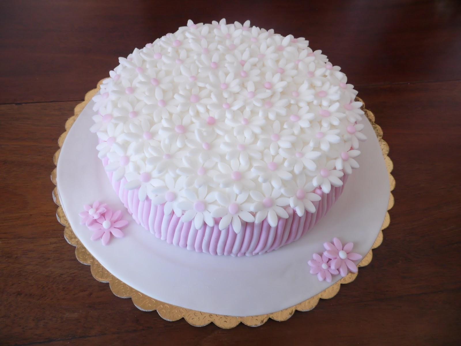 Torte decorate torta con margherite for Decorazioni torte per 60 anni di matrimonio