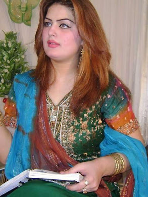 غزاله جاوید، خوانندهٔ معروف پشتو زبان پاکستانی، توسط مذهبیون افراطی و متعصب به قتل رسید