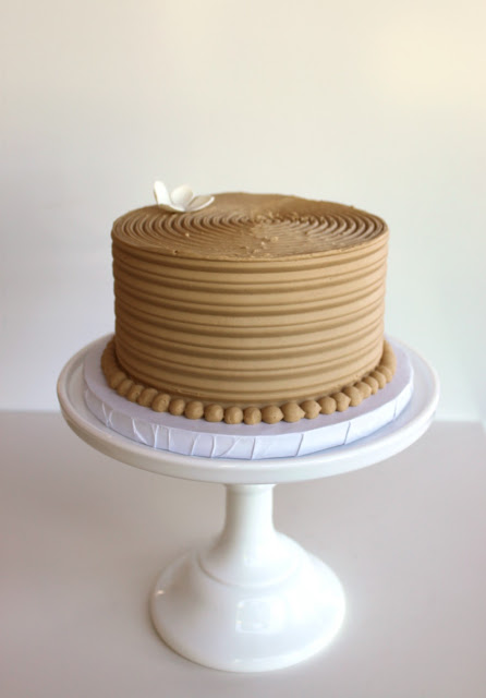 Combed Cake with Pearl Border Twin Cities