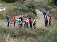 El grup de caminants al coll de davant la Serra