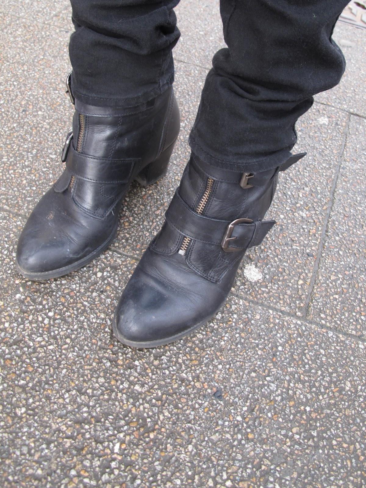 http://3.bp.blogspot.com/-Kxm4DFCLST0/UOJZRf6ExRI/AAAAAAAAA2A/JJhJRQsxrQM/s1600/boots.jpg