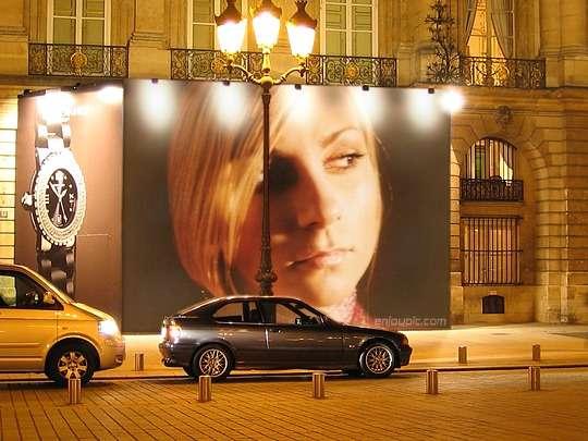 Blanca Balzola montaje valla publicitaria
