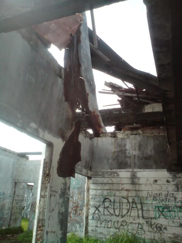 rumah hantu darmo lantai 2 bagian depan