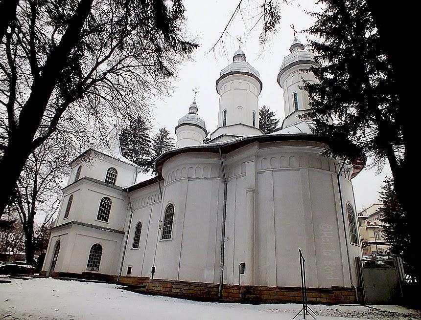 biserica sfintii trei ierarhi piatra neamt