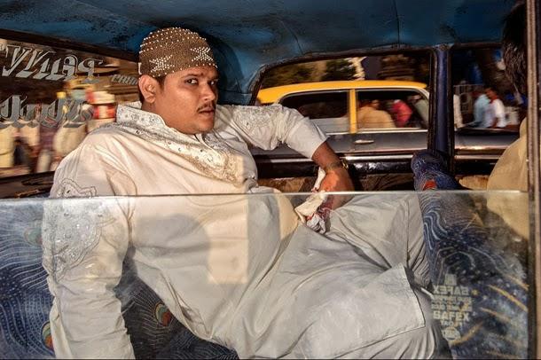 Os taxis de Bombaim - Road Wallah - fotografia de Dougie Wallace