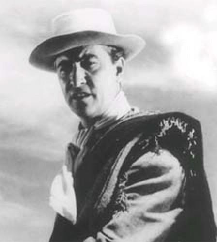 Hugo del Carril con sombrero claro