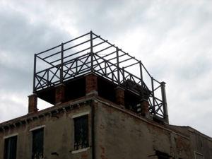 Altana terrazzo rialzato di un edificio in stile torretta
