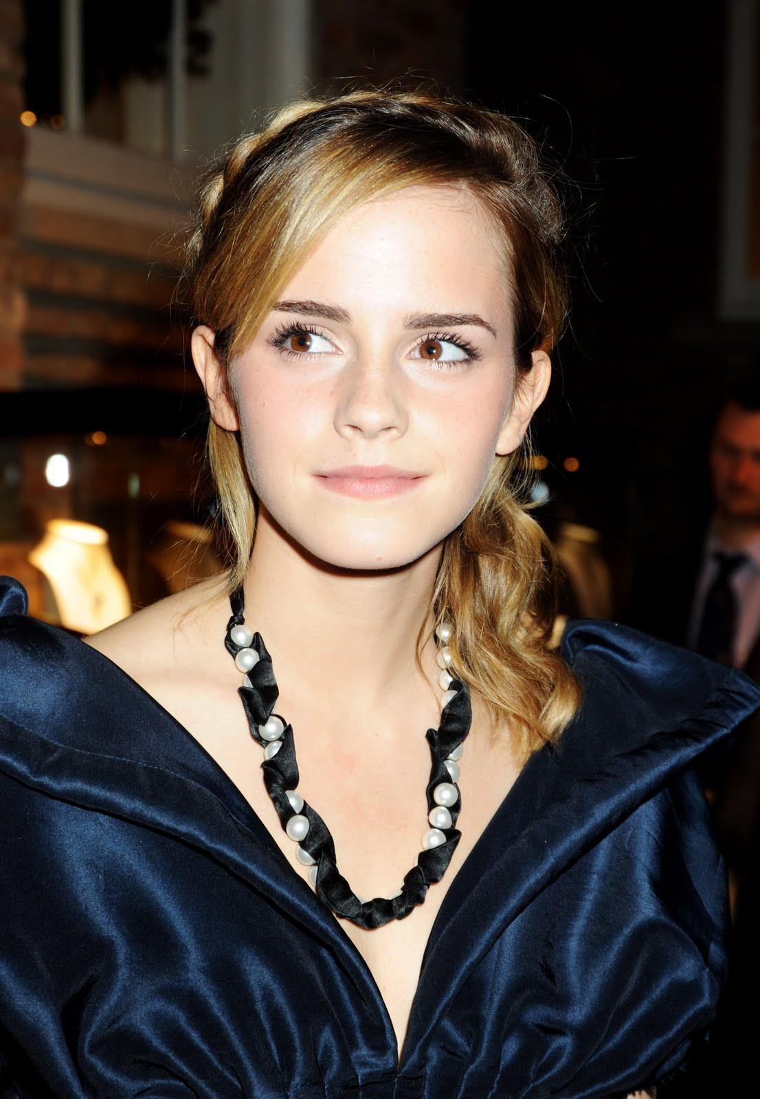 http://3.bp.blogspot.com/-KydXy4fKbhQ/TbZ4hcBp38I/AAAAAAAABic/y2JjzaUbF8E/s1600/Emma+Watson+2.jpg