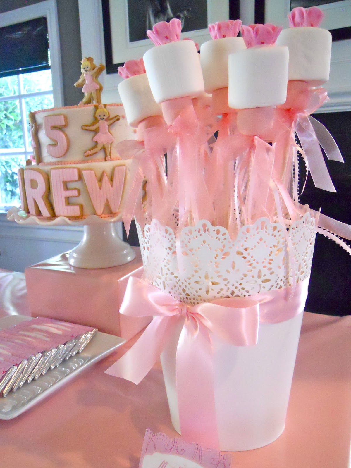 Oh sugar events ballerina birthday for Ballerina party decoration