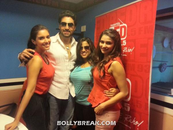 Abhishek and the girls -  Abhishek, Asin &amp; Praachi at Bol Bachchan Promotions