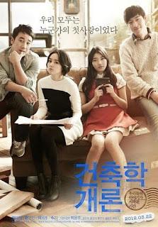 Architecture Theories .Kiến trúc sư 35 tuổi Seung-Min được một người phụ nữ viếng thăm. Seung-Min không nhận ra, nhưng sau đó anh nhận ra người phụ nữ đó là Seo-Yeon. Seo-Yeon là tình yêu đầu tiên của mình, nhưng anh đã không thấy cô ấy từ năm thứ nhất đại học tại trường đại học. Seo-Yeon bây giờ có một yêu cầu. Cô ấy muốn thuê Seung-Min để xây lại nhà của mình trên đảo Jeju.