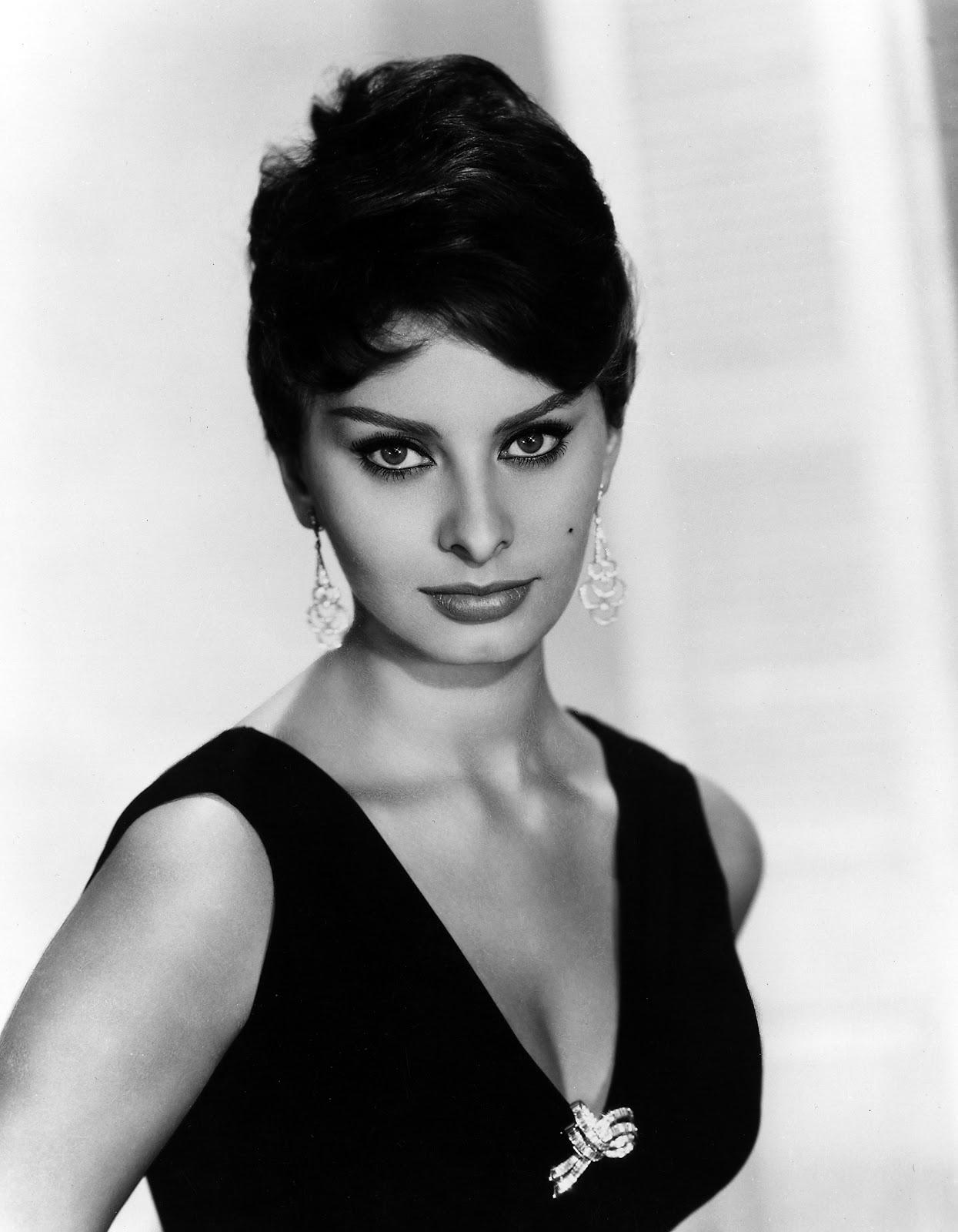 http://3.bp.blogspot.com/-KzRgxSYApoY/TZE85c9DebI/AAAAAAAAAQs/sjNNKzcThiY/s1600/Sophia+Loren+-+A%25C3%25B1o+1953.jpg