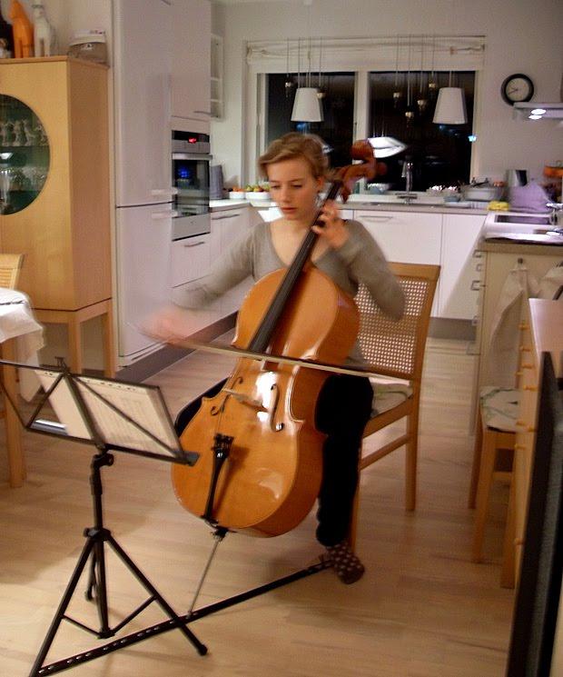 Lærke og celloen