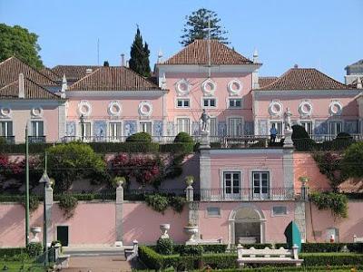 """""""Palacio Belem Lisboa"""". Licenciado sob CC BY-SA 2.0, via Wikimedia Commons - https://commons.wikimedia.org/wiki/File:Palacio_Belem_Lisboa.JPG#/media/File:Palacio_Belem_Lisboa.JPG"""