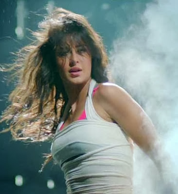 New Song Kamli of Dhoom 3 released , watch now online