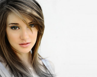 Shailene Woodley Beautiful Photoes And Wallpapers In 2013.