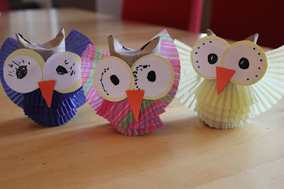 Play and learn with dana owl craft for Toilet paper tube owls
