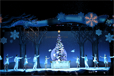 knotts winter wonderland its christmas snoopy finale
