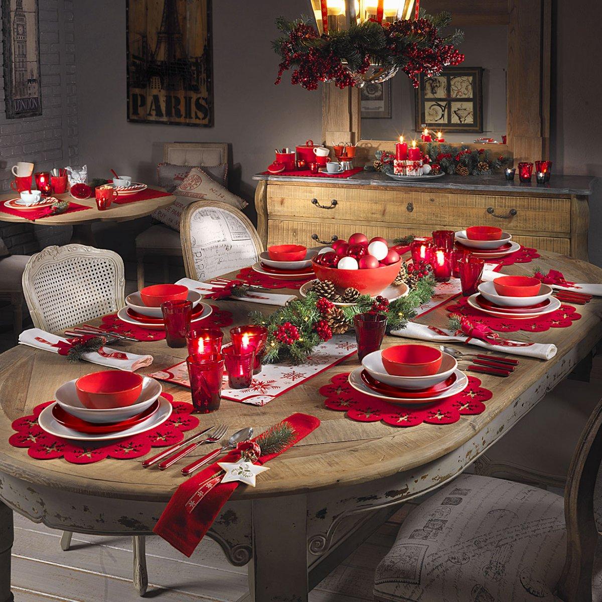 Una tavola in rosso arscity for Tavolo natale
