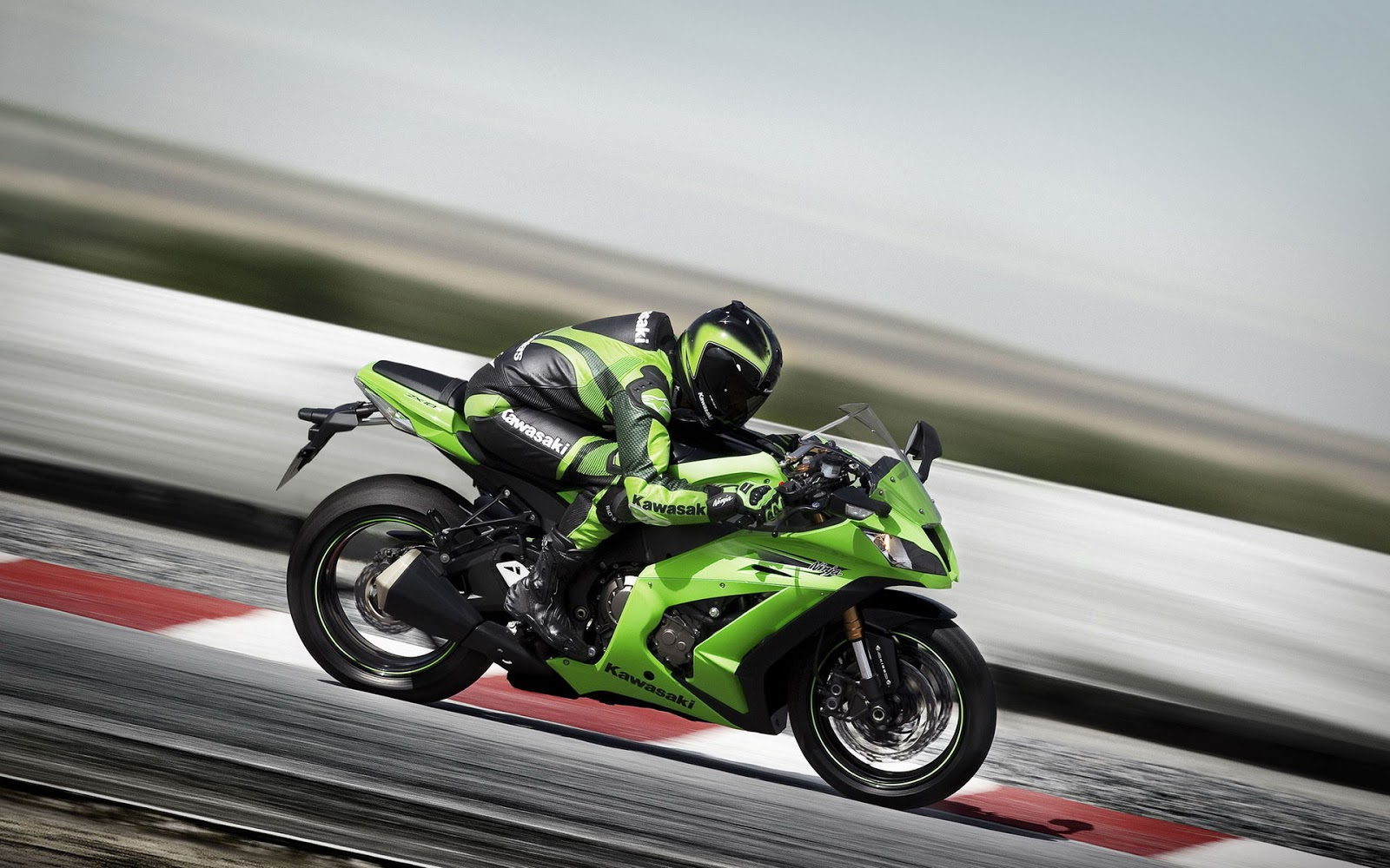 The Big Monster Machine named as Ninja ZX 14R and Ninja ZX 10R
