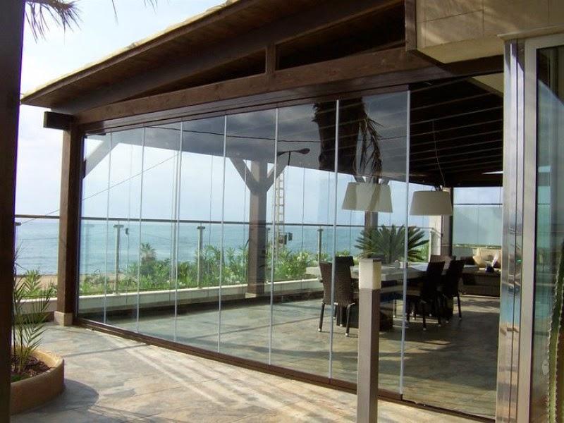 Decoraci n de una terraza con cortinas de cristal for Cubiertas acristaladas