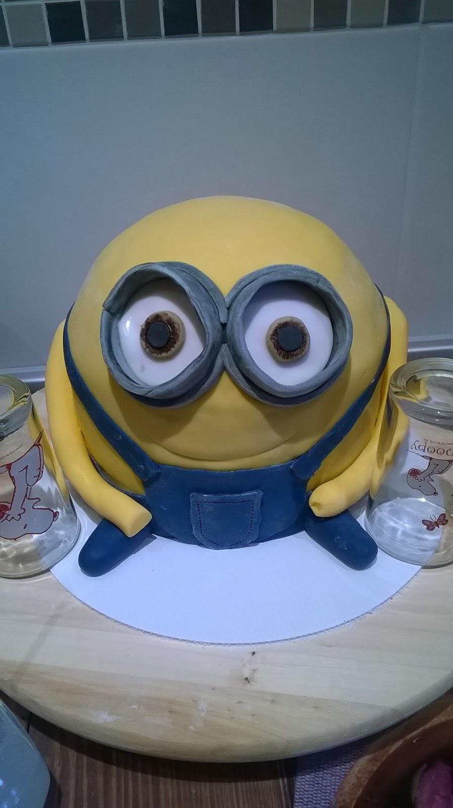 Fondanty: Minion Torte