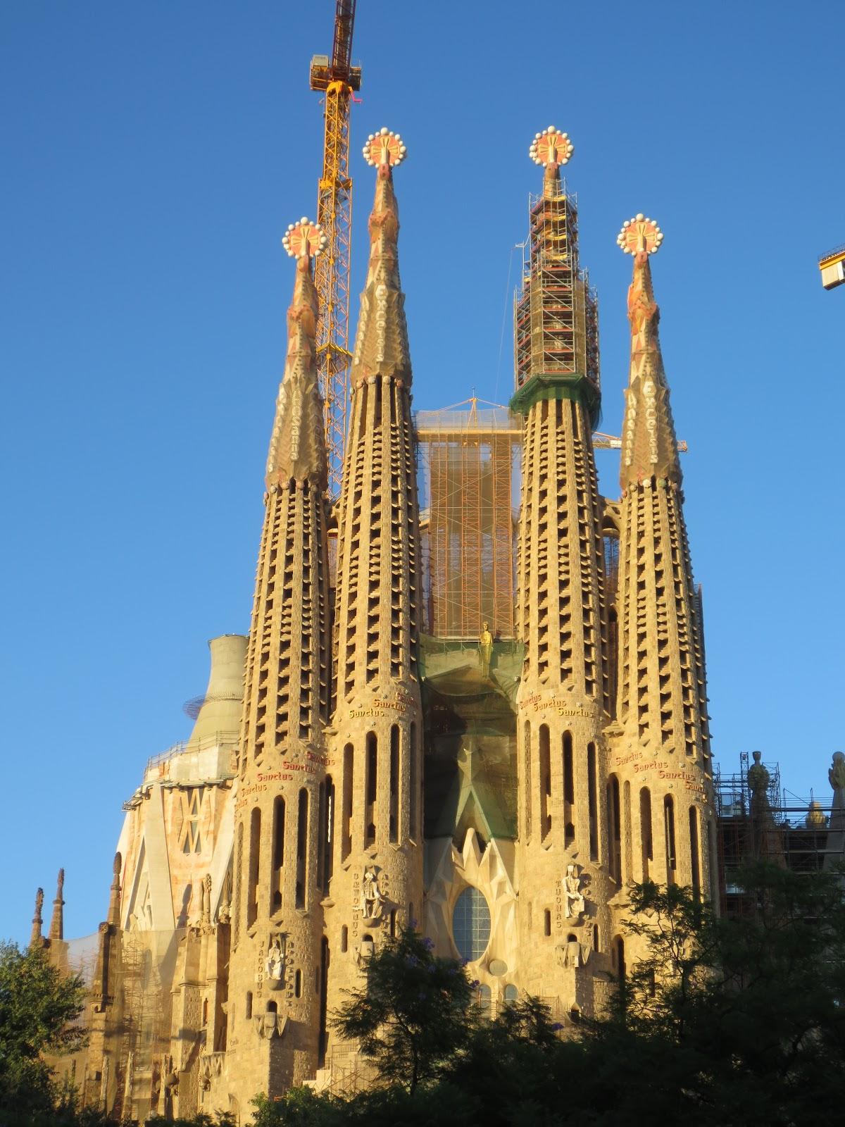 Gaudi 39 s sagrada familia barcelona spain for Gaudi kathedrale barcelona