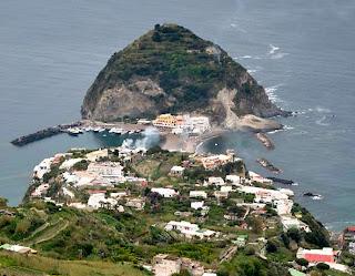 ostrov Ischia vznikol sopečnou činnosťou