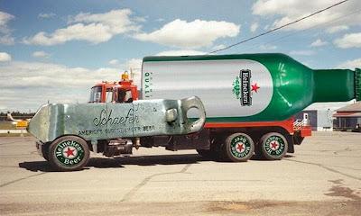 caminhão em formato de garrafa de cerveja