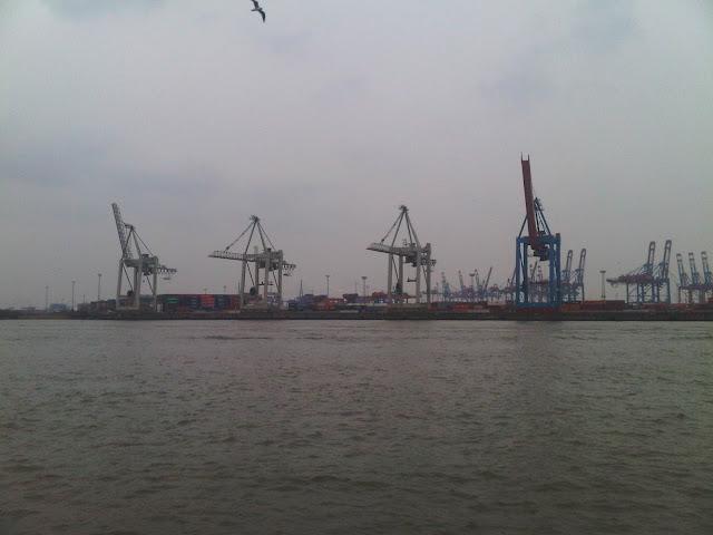 Verladekräne im Containerhafen - Hamburg