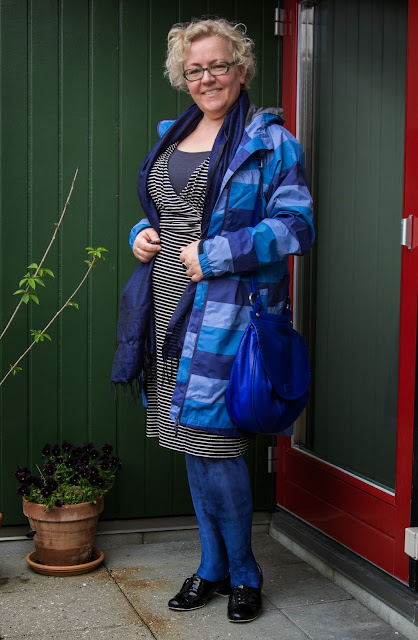 Plus size Kaffesoester in slimming striped outfit