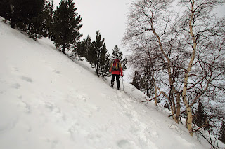 Aproximación con nieve a la base del pico Peiraforca en Campcardós.