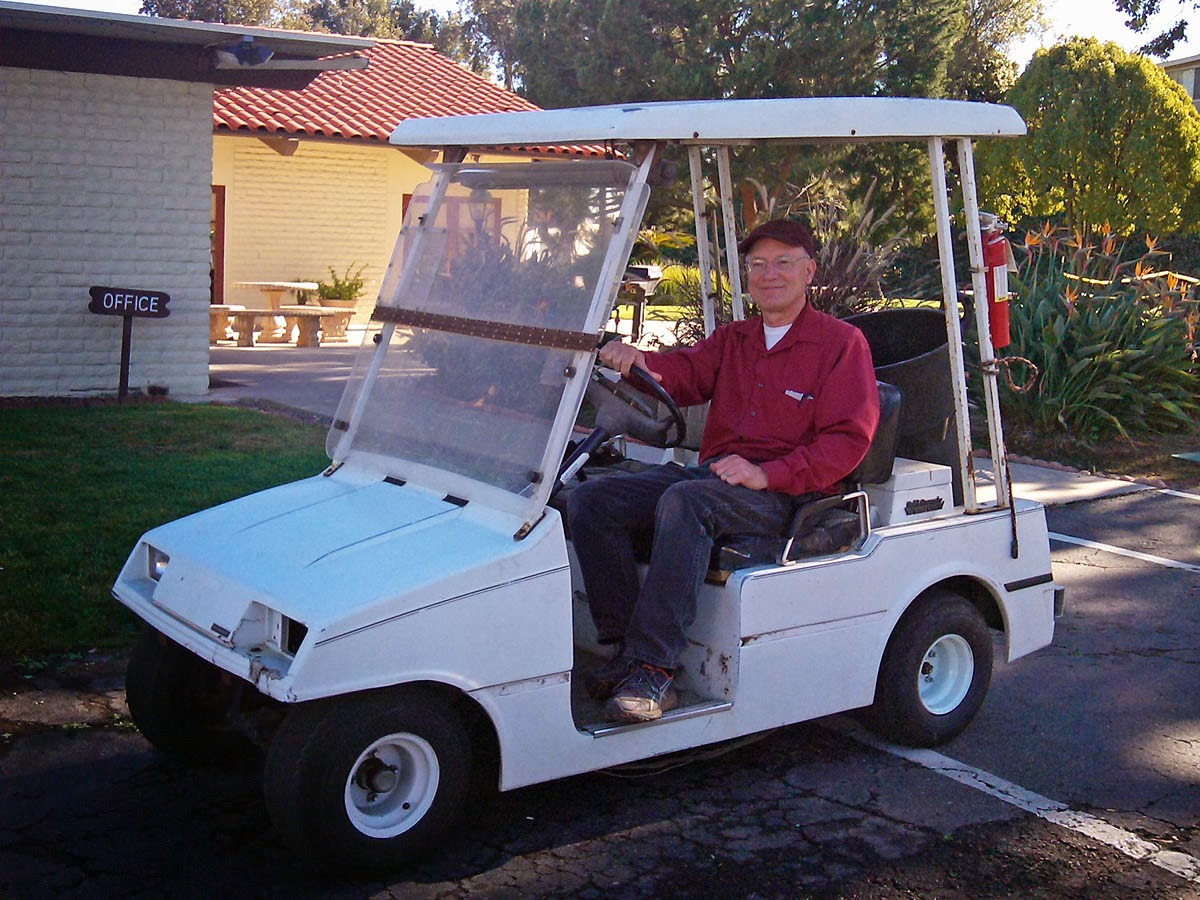 Funny old man in golf cart - Greg in San go