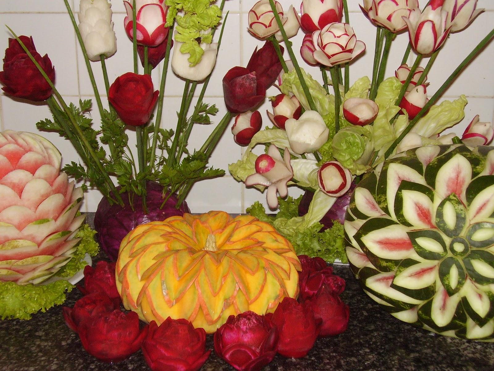 Historia del tallado decoraciones en frutas for Decoracion con verduras