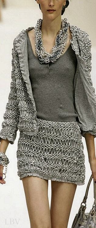 garsonka na drutach Moschino