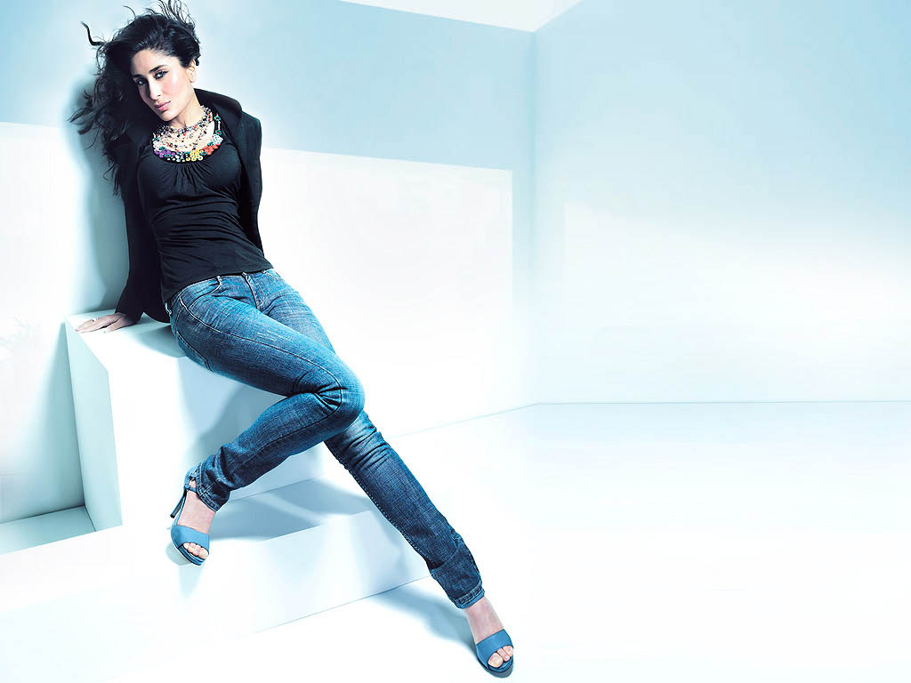 Kareena Kapoor Good Looking Photoshoot In Blue Jeans | ActressHDWallpapers