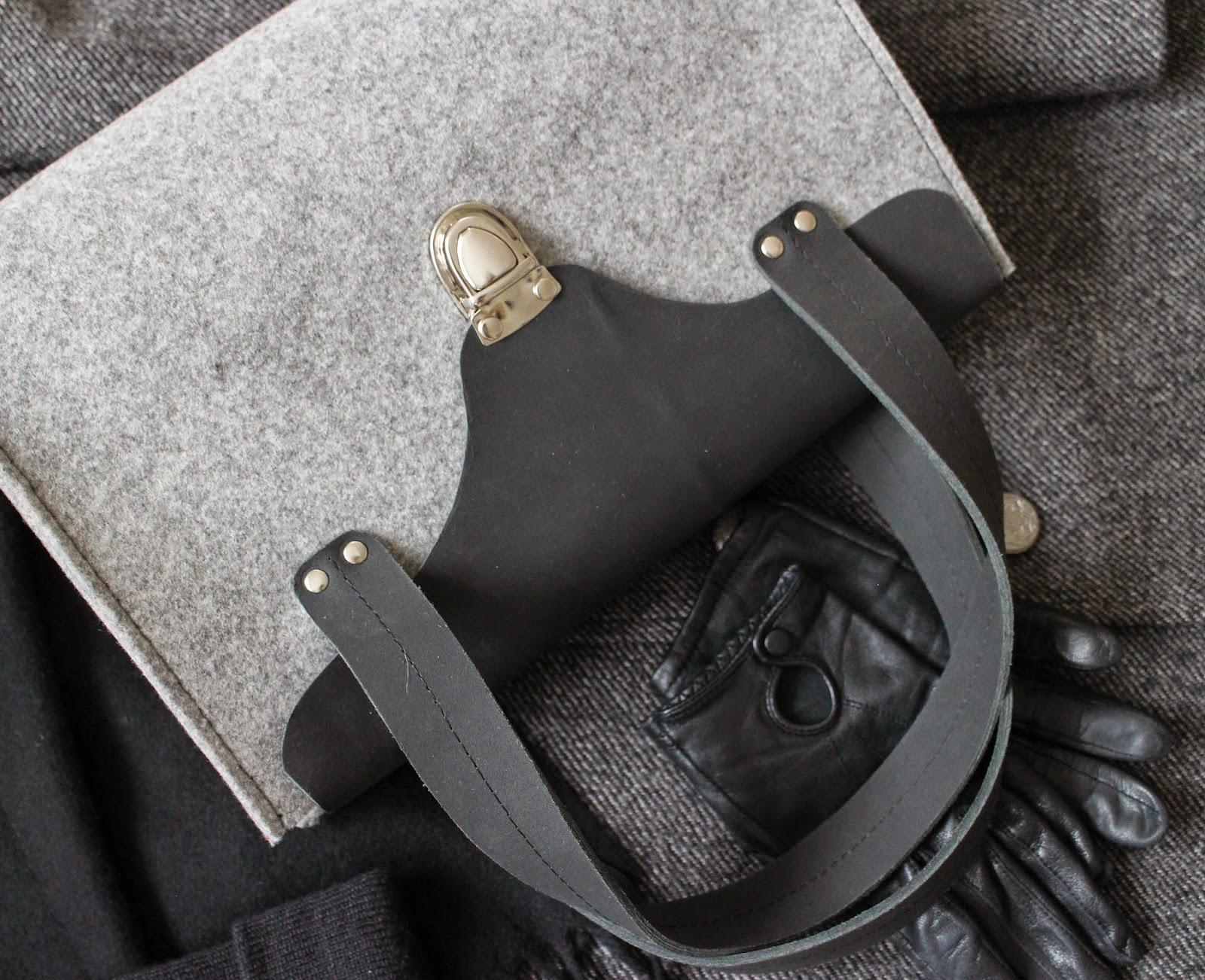 серая фетровая сумка